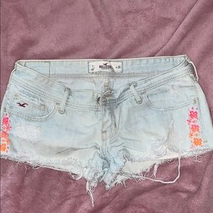 Light blue denim shorts w floral embroidery